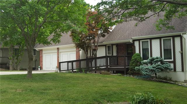 2512 SW Still Meadows Lane, Blue Springs, MO 64015 (#2109254) :: Edie Waters Network