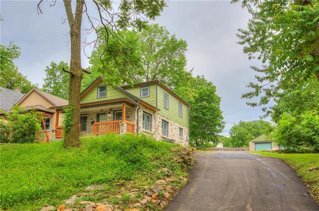 4423 Forest Avenue, Kansas City, MO 64110 (#2109394) :: Edie Waters Network