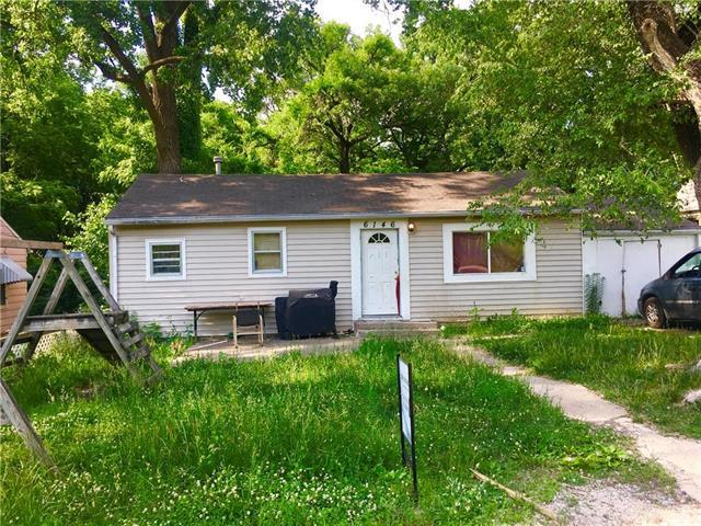6146 Parkview Avenue, Kansas City, KS 66104 (#2109401) :: Edie Waters Network