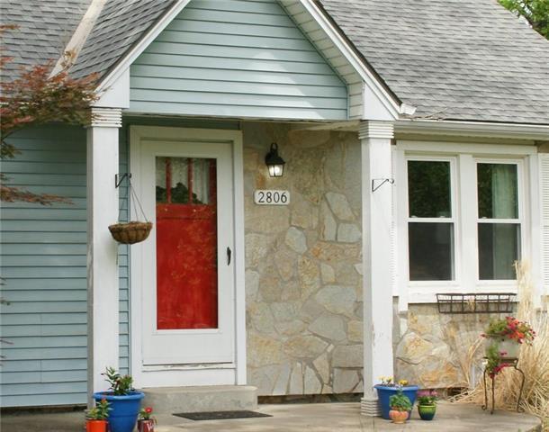 2806 NE 56th Terrace, Gladstone, MO 64119 (#2109405) :: Edie Waters Network