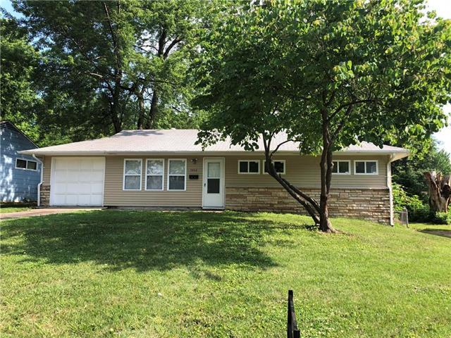 7602 E 108 Terrace, Kansas City, MO 64134 (#2109449) :: Edie Waters Network