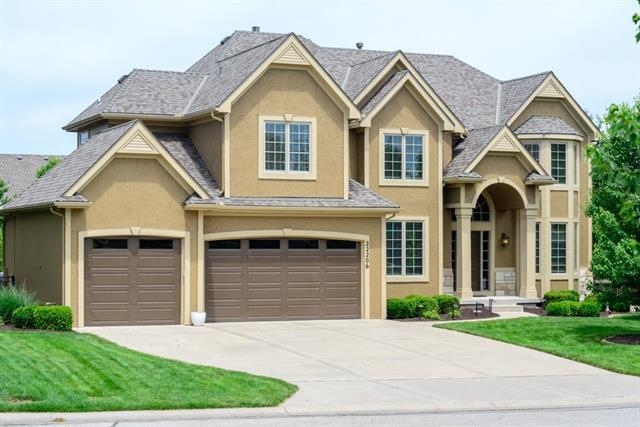 22206 W 58th Terrace, Shawnee, KS 66226 (#2109543) :: Edie Waters Network