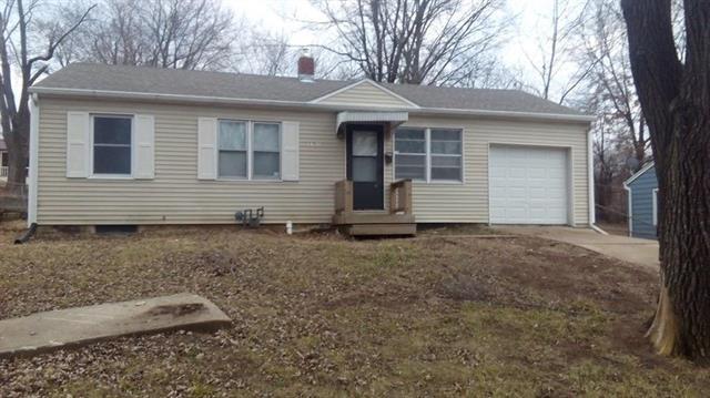 5701 E 101 Terrace, Kansas City, MO 64137 (#2109717) :: Edie Waters Network