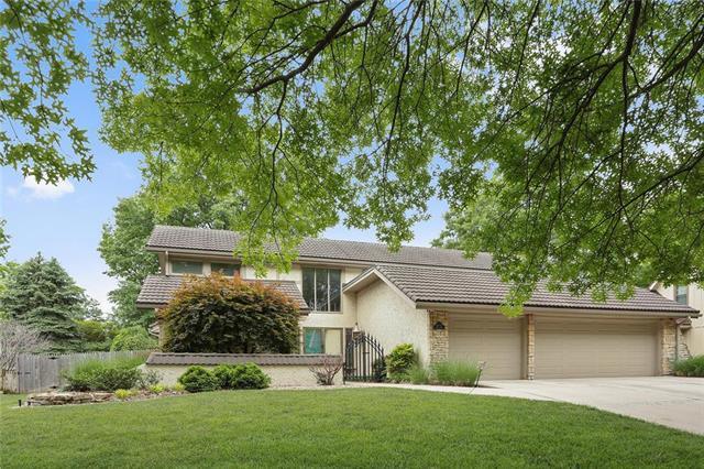8672 W 102nd Terrace, Overland Park, KS 66212 (#2109964) :: Edie Waters Network