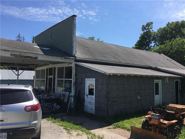 39010 Plum Creek Road, Osawatomie, KS 66064 (#2110151) :: Edie Waters Network