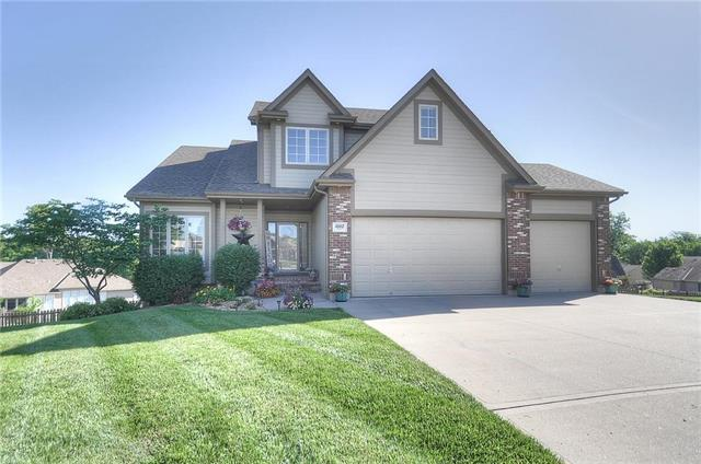1002 NW Holly Court, Grain Valley, MO 64029 (#2110333) :: Edie Waters Network