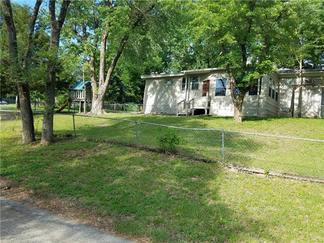 2905 S 35th Terrace, Kansas City, KS 66106 (#2110492) :: Edie Waters Network