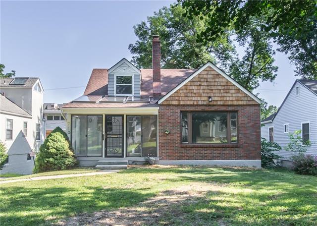 710 E 63 Terrace, Kansas City, MO 64110 (#2110526) :: Edie Waters Network