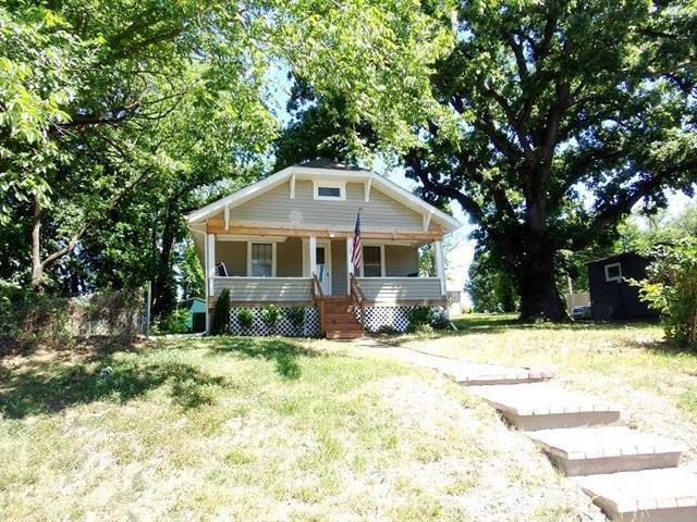 223 Highview Avenue, Bonner Springs, KS 66012 (#2110619) :: Edie Waters Network