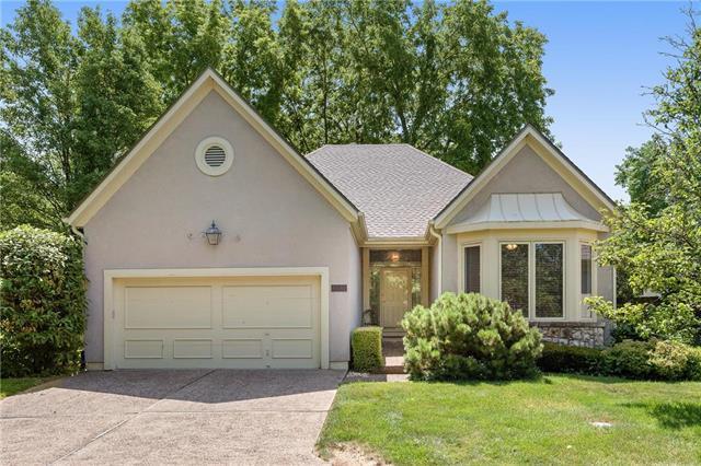 12631 Cedar Street, Leawood, KS 66209 (#2110638) :: Edie Waters Network