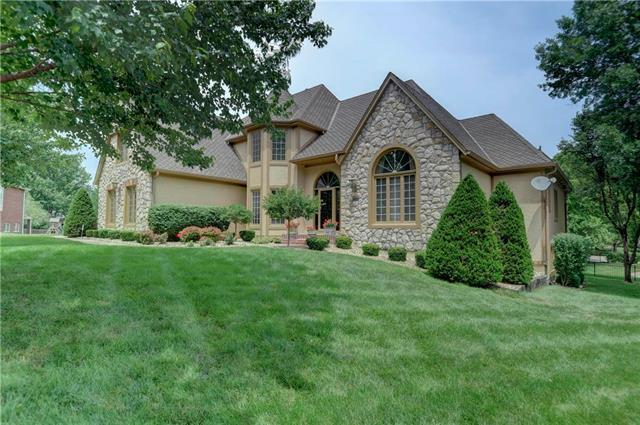 12401 Pembroke Lane, Leawood, KS 66209 (#2110685) :: No Borders Real Estate