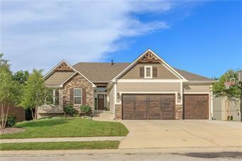 2001 Ridge Tree Drive, Pleasant Hill, MO 64080 (#2110692) :: Char MacCallum Real Estate Group