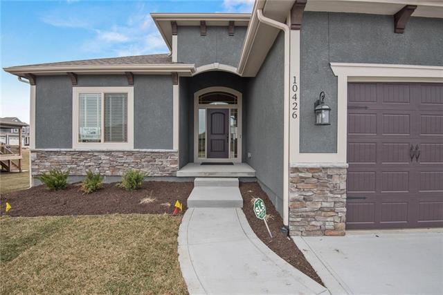 6714 NW 104 Terrace, Kansas City, MO 64154 (#2110792) :: Char MacCallum Real Estate Group