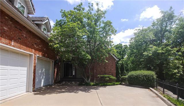 5317 W 154th Street, Leawood, KS 66224 (#2110988) :: Char MacCallum Real Estate Group
