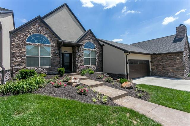 8130 W 131st Court, Overland Park, KS 66213 (#2111259) :: The Gunselman Team