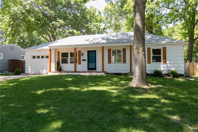 10610 W 88th Terrace, Overland Park, KS 66214 (#2111303) :: Edie Waters Network