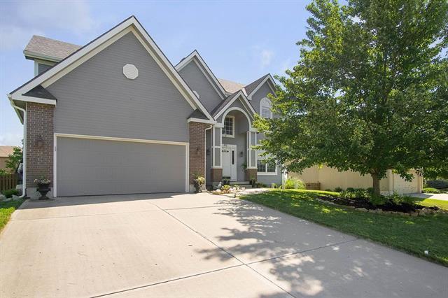812 Cottonwood Drive, Lansing, KS 66043 (#2111393) :: Edie Waters Network