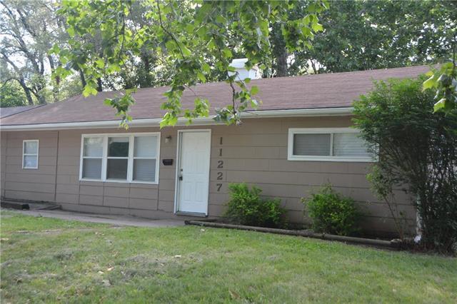 11227 Eastern Avenue, Kansas City, MO 64134 (#2111659) :: Edie Waters Network