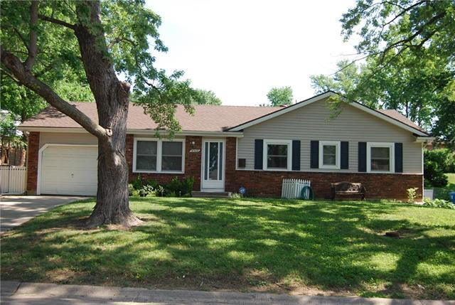16408 E 33rd Street, Independence, MO 64055 (#2111743) :: The Shannon Lyon Group - ReeceNichols