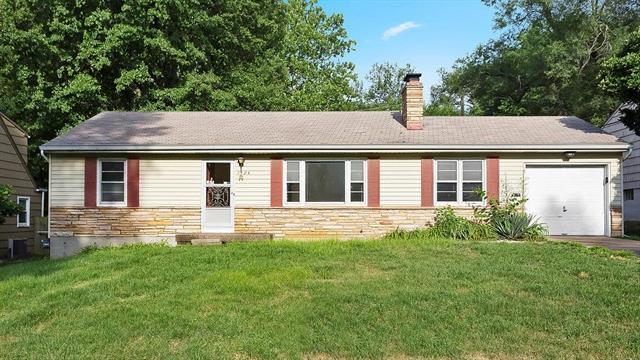 7724 Howe Drive, Prairie Village, KS 66208 (#2111758) :: The Shannon Lyon Group - ReeceNichols