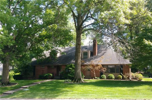 1909 W 67th Street, Mission Hills, KS 66208 (#2111833) :: The Shannon Lyon Group - ReeceNichols