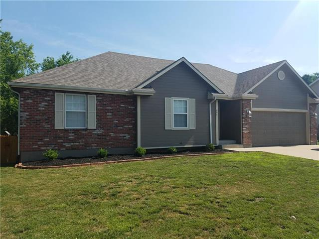 804 SW Nelson Drive, Grain Valley, MO 64029 (#2111904) :: No Borders Real Estate