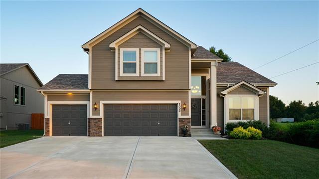 2003 Kimberly Lane, Greenwood, MO 64034 (#2112043) :: No Borders Real Estate
