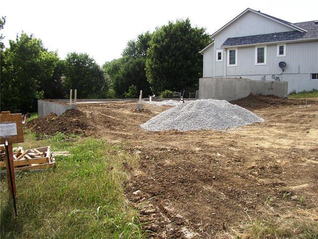 700 Berkshire Drive, Belton, MO 64012 (#2112099) :: Edie Waters Network