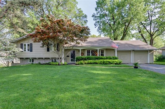 5208 W 80th Street, Prairie Village, KS 66208 (#2112100) :: The Shannon Lyon Group - ReeceNichols