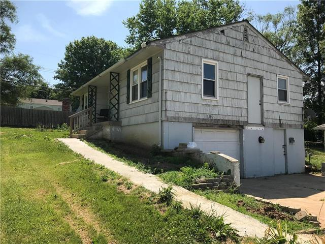 2915 S Sterling Avenue, Independence, MO 64052 (#2112304) :: Edie Waters Network