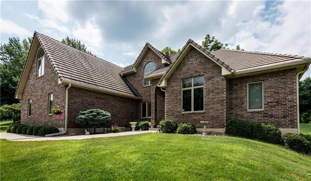 3520 S Woodland Court, Independence, MO 64052 (#2112372) :: Edie Waters Network