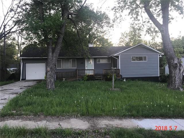 8716 Longview Court, Kansas City, MO 64134 (#2112499) :: Edie Waters Network