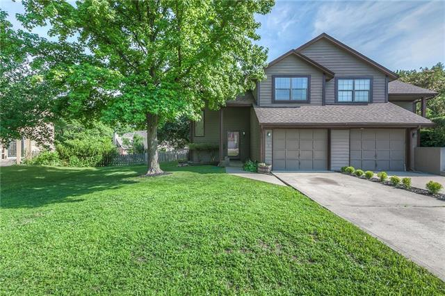 742 SE Claremont Court, Lee's Summit, MO 64063 (#2112632) :: No Borders Real Estate