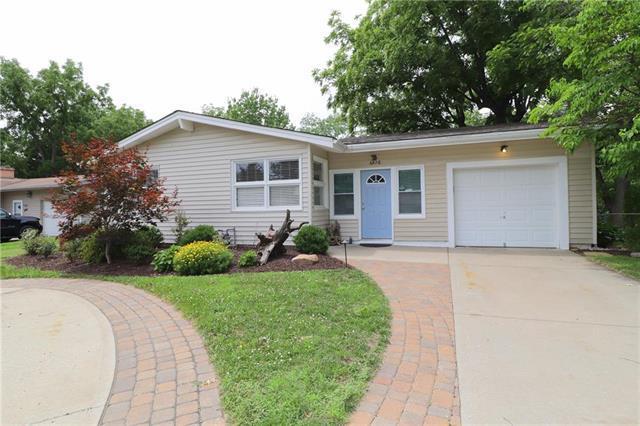 6826 N Montrose Avenue, Kansas City, MO 64151 (#2112725) :: Dani Beyer Real Estate