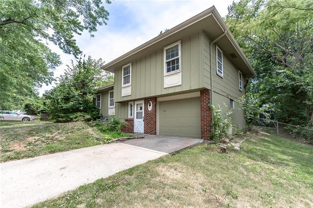 7905 E 117TH Place, Kansas City, MO 64134 (#2112729) :: Edie Waters Network