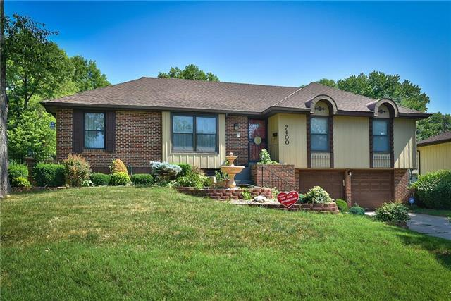 7400 E 119th Terrace, Grandview, MO 64030 (#2112762) :: Edie Waters Network