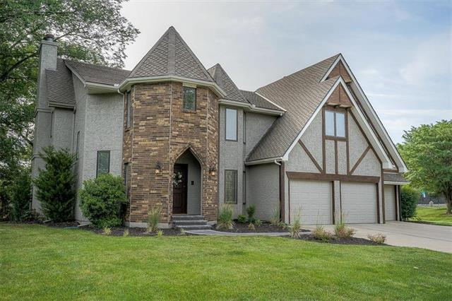 5501 N Woodhaven Lane, Parkville, MO 64152 (#2112774) :: The Gunselman Team