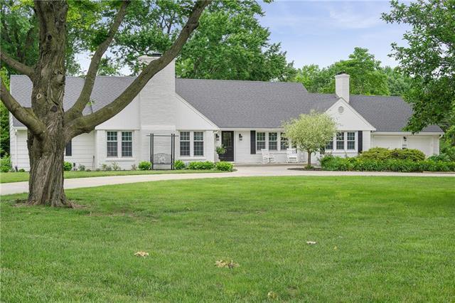 3900 W 90th Terrace, Prairie Village, KS 66207 (#2113059) :: The Shannon Lyon Group - ReeceNichols