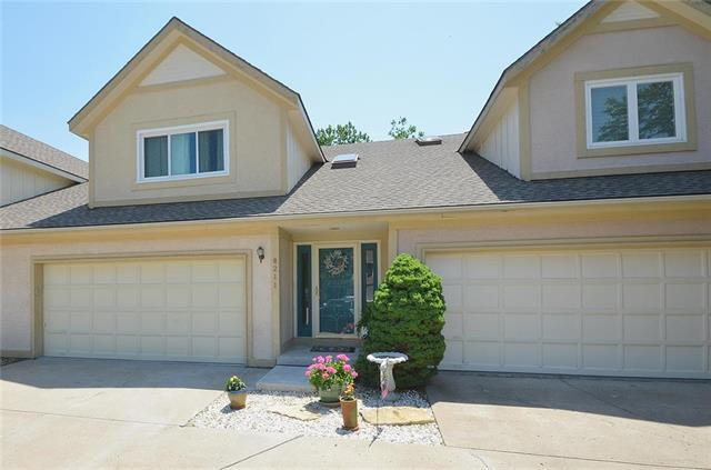 8211 NW Revere Court, Kansas City, MO 64151 (#2113106) :: Edie Waters Network