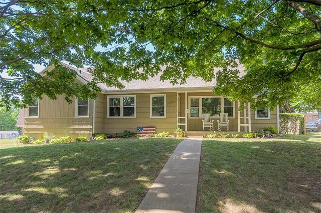 8805 E 54th Street, Raytown, MO 64133 (#2113264) :: No Borders Real Estate