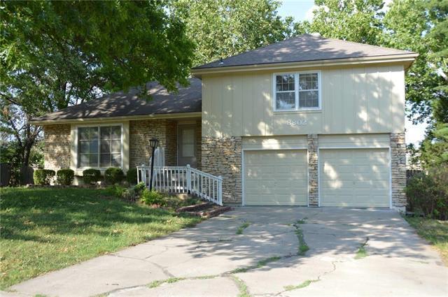 8802 W 95th Terrace, Overland Park, KS 66212 (#2113352) :: No Borders Real Estate