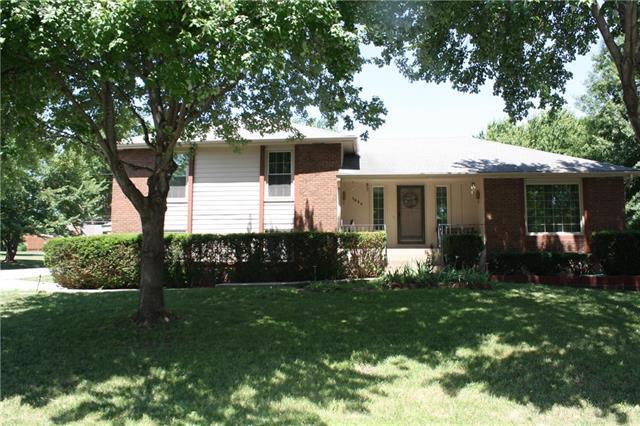 5680 Meadowsweet Lane, Shawnee, KS 66226 (#2113357) :: The Shannon Lyon Group - ReeceNichols
