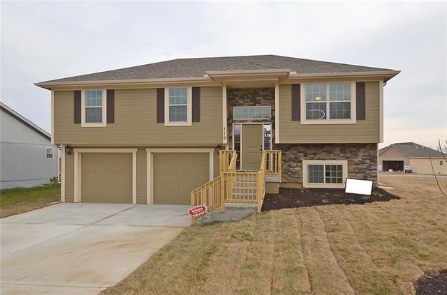 300 Fairview Circle, Platte City, MO 64079 (#2113383) :: Edie Waters Network