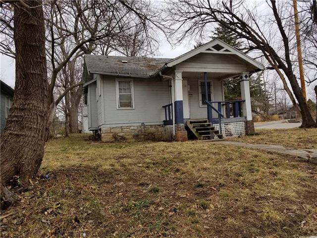 4048 E 68th Terrace, Kansas City, MO 64132 (#2113442) :: Edie Waters Network