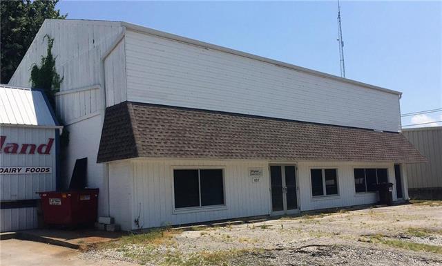 807 S Commercial Street, Harrisonville, MO 64701 (#2113453) :: HergGroup Kansas City