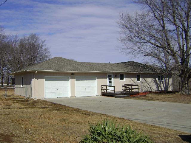 401 Sioux Drive, Ozawkie, KS 66070 (#2113483) :: The Shannon Lyon Group - ReeceNichols