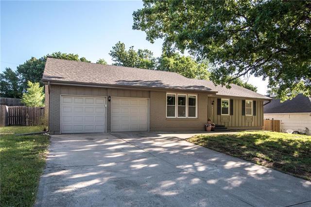 4306 E 105 Terrace, Kansas City, MO 64137 (#2113594) :: The Shannon Lyon Group - ReeceNichols
