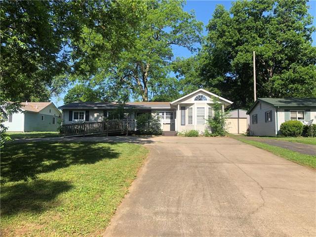 804 N Main Street, Butler, MO 64730 (#2113623) :: Edie Waters Network
