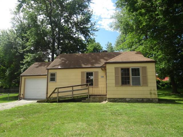 9201 E 69th Terrace, Raytown, MO 64133 (#2113648) :: No Borders Real Estate