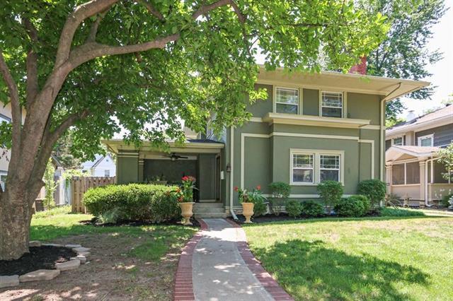 427 W 63rd Street, Kansas City, MO 64113 (#2113650) :: Edie Waters Network